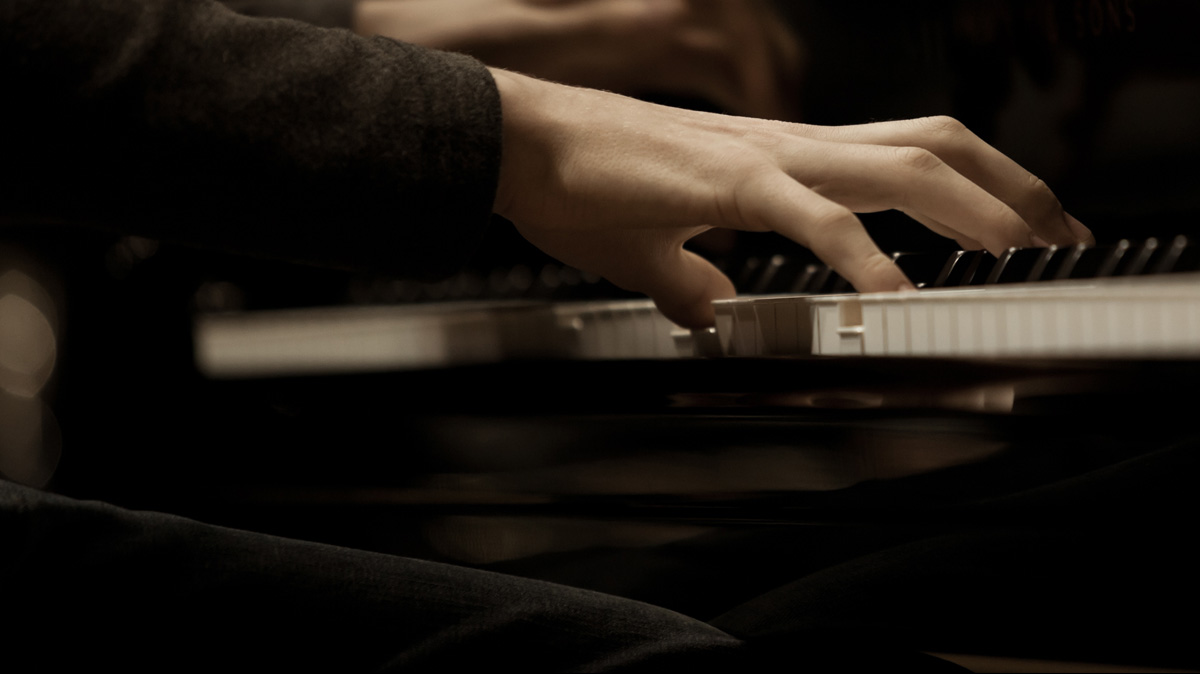 piano player practicing